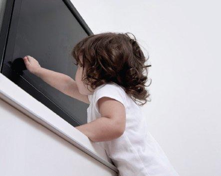 falling-tv-child