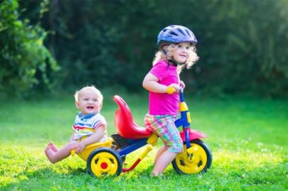 siblings-on-a-bike